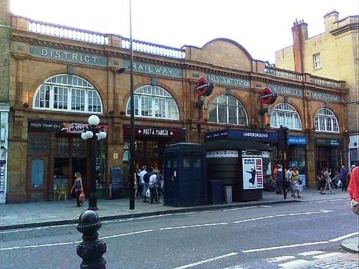 earls court station platforms